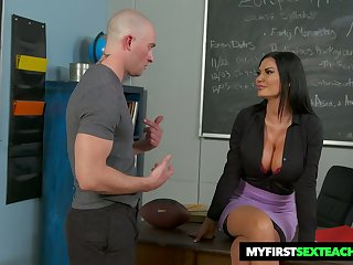 Bitchy teacher Jasmine Jae gets augur with one of her favorite students