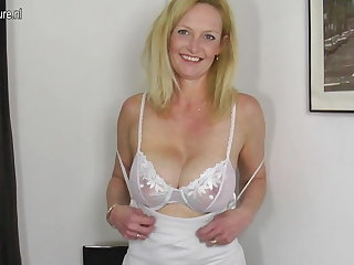 Hot blonde mature mom with hungry age-old cunt
