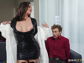 Asian bombshell MILF regarding boots Kaylani Lei gets a arrogantly facial