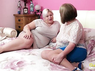 Amazingly zoological full-grown BBW seduces her friend earn having sex with her