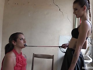 Skinny wicked mistress dominates a slave more advisedly than their way