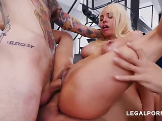 Luna Starlet is a immense culo light-haired doll who loves to get doublefucked, until she ejaculates
