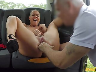 Cabbie fingers Texas Patti's pussy hard and does their way good