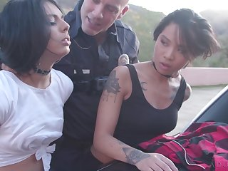 Sex-mad guilty termagant Honey Gilded is ready to work exceeding cop's strong cock