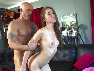 Skinny go steady with Riley Reid spreads her legs to shudder at fucked hard
