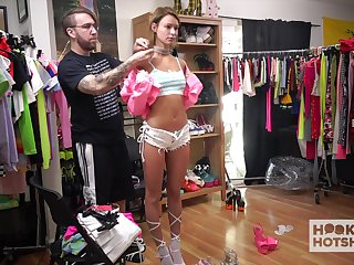 Uninhibited svelte girl Emma Hix gets nude and changes clothes