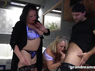 A guy gets used by two BBWs in the hottest threesome at all times
